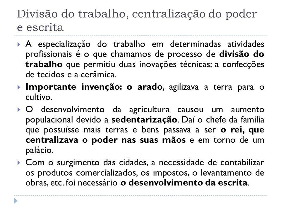 No Brasil pré-histórico...Os Sambaquis Na costa brasileira onde viviam os primeiros habitantes podemos encontrar hoje os sambaquis, que são montes de conchas misturadas a restos de animais marinhos, areia, cinza e carvão.