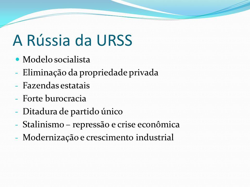 A URSS e a Guerra Fria Potência Mundial – II Guerra Parte da bipolaridade Corrida armamentista e espacial Fracasso agrícola Atraso tecnológico Pressão pela liberdade política