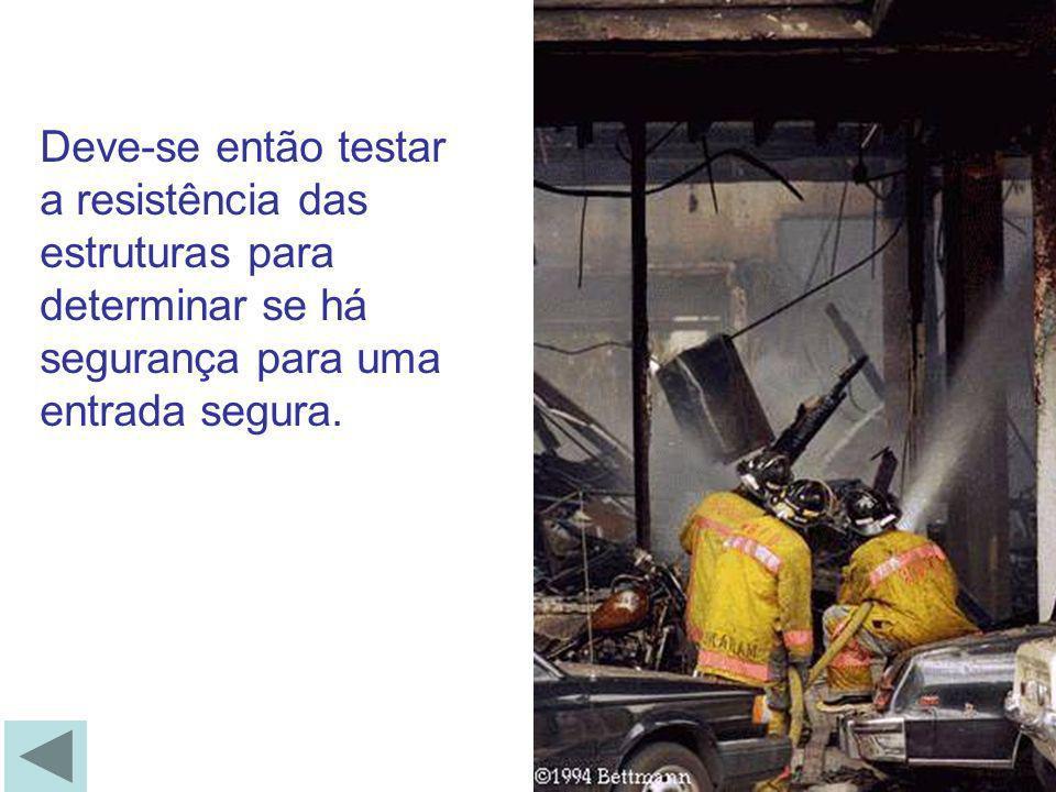 OUTROS INDICATIVOS - Chamas pequenas ou somente brasas ; - Vidros de janelas empregnados pelos resíduos de fumaça; - Pouco ruído de queima ; - Movimento de ar para o interior do ambiente, em alguns casos ouve-se o ar assoviando ao passar pelas frestas das portas ou janelas.