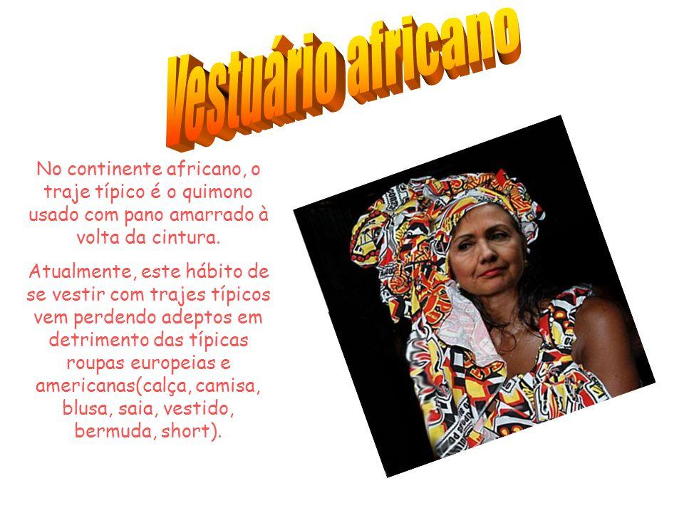 No continente africano, o traje típico é o quimono usado com pano amarrado à volta da cintura.