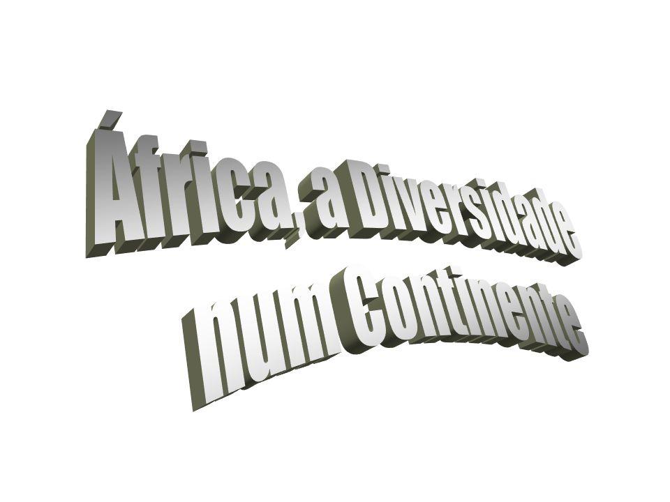 A população do continente se divide étnica e culturalmente, em dois grandes grupos, separados pela barreira geográfica do Saara. Ao norte fica a Áfric