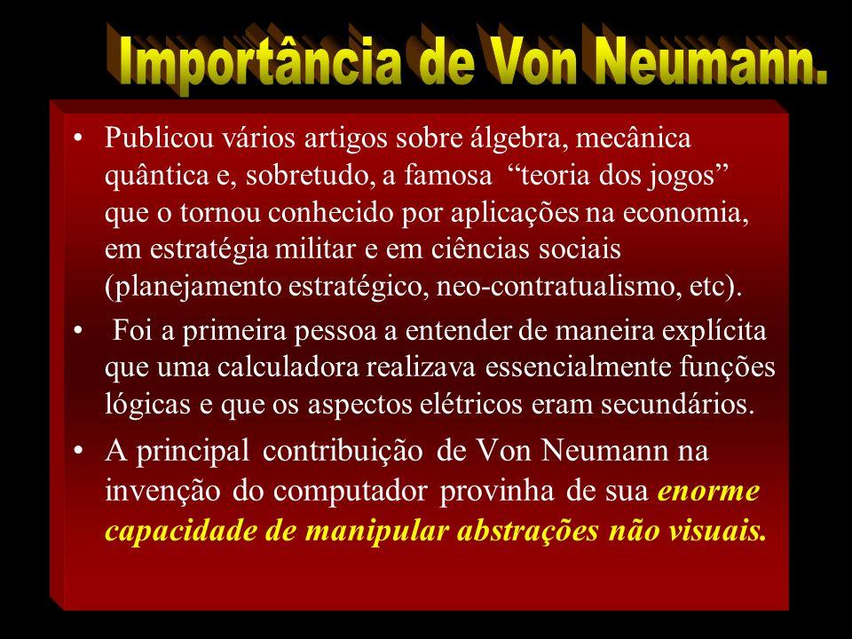 Von Neumann (lê-se nói-man), nascido em Budapeste, Hungria em 1903, com tese de doutorado em matemática.