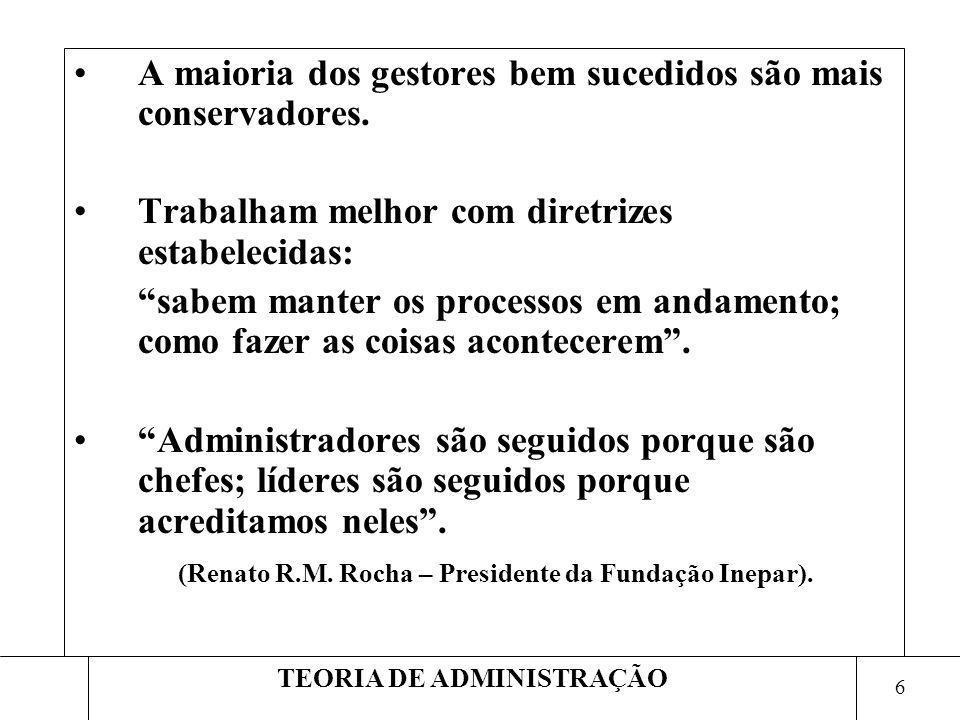 7 TEORIA DE ADMINISTRAÇÃO Outras características do líder: Numa reunião, lideres são rapidamente identificados.