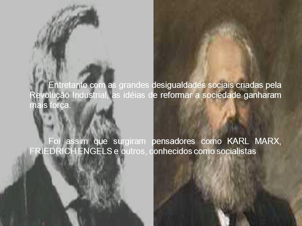 Até 1917 a Russia era Feudal e Capitalista; A população não fazia parte da vida política; Mas apoiada nas idéias socialista de Marx, organizaram uma nova sociedade oposta a capitalista – a socialista; Sendo o primeiro pais a se tornar socialista, vindo mais tarde a se chamar União das Repúblicas Socialistas Soviéticas