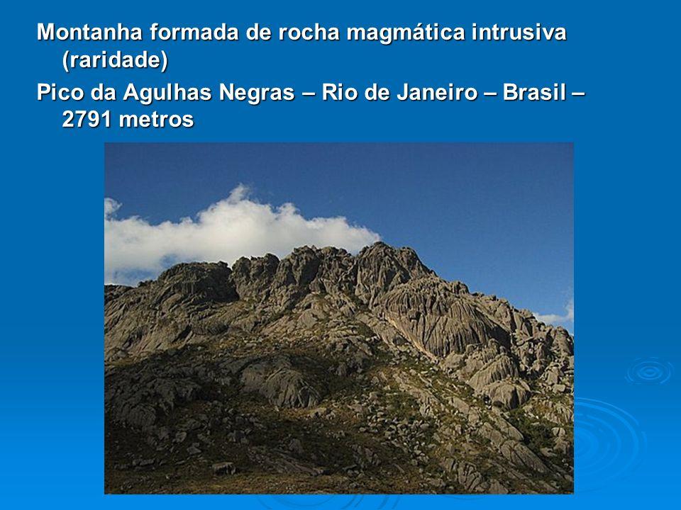 Montanha formada de rocha magmática intrusiva (raridade) Pico da Agulhas Negras – Rio de Janeiro – Brasil – 2791 metros