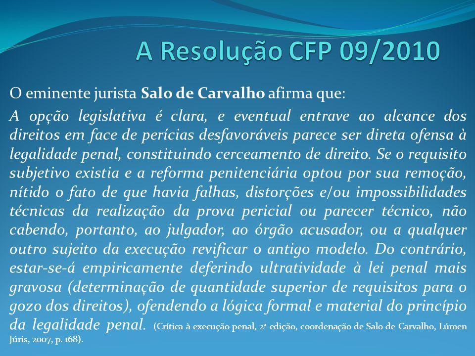 O eminente jurista Salo de Carvalho afirma que: A opção legislativa é clara, e eventual entrave ao alcance dos direitos em face de perícias desfavoráv