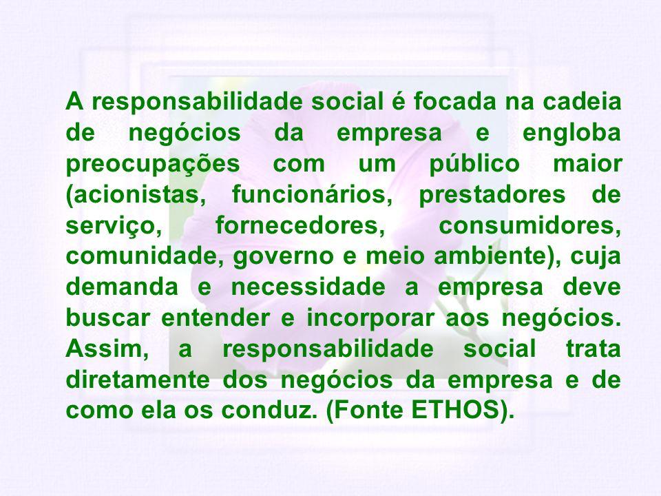 A responsabilidade social é focada na cadeia de negócios da empresa e engloba preocupações com um público maior (acionistas, funcionários, prestadores