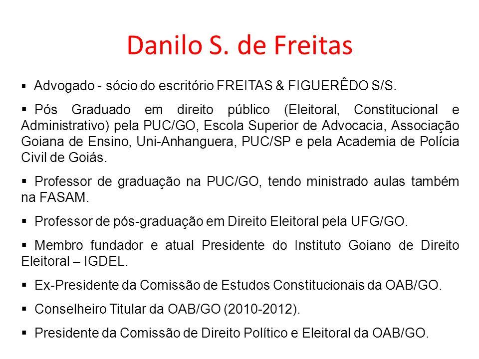 Danilo S. de Freitas Advogado - sócio do escritório FREITAS & FIGUERÊDO S/S. Pós Graduado em direito público (Eleitoral, Constitucional e Administrati