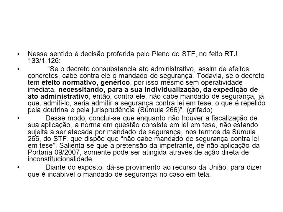 Nesse sentido é decisão proferida pelo Pleno do STF, no feito RTJ 133/1.126: Se o decreto consubstancia ato administrativo, assim de efeitos concretos