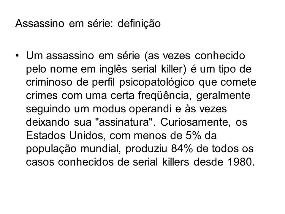 Assassino em série: definição Um assassino em série (as vezes conhecido pelo nome em inglês serial killer) é um tipo de criminoso de perfil psicopatológico que comete crimes com uma certa freqüência, geralmente seguindo um modus operandi e às vezes deixando sua assinatura .