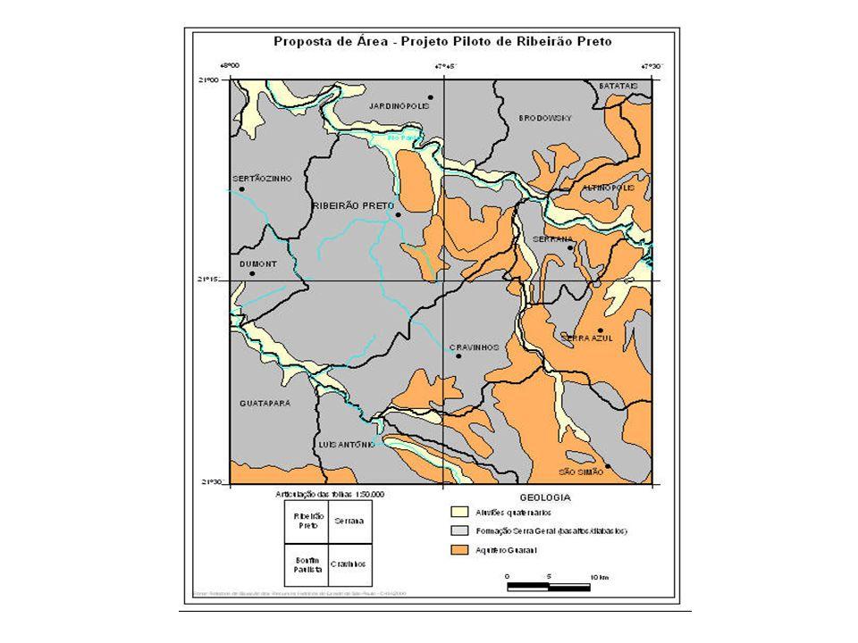 Baseado em estudo geoestatístico de 160 poços distribuídos no sítio urbano de Ribeirão Preto (Figura 2), Sturaro & Landim (1988) apresentam uma superfície de tendência de quinto grau com inclinação regional do nível piezométrico de Sudeste para Norte (Figura 3).