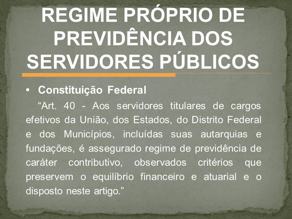 Constituição Federal Art. 40 - Aos servidores titulares de cargos efetivos da União, dos Estados, do Distrito Federal e dos Municípios, incluídas suas