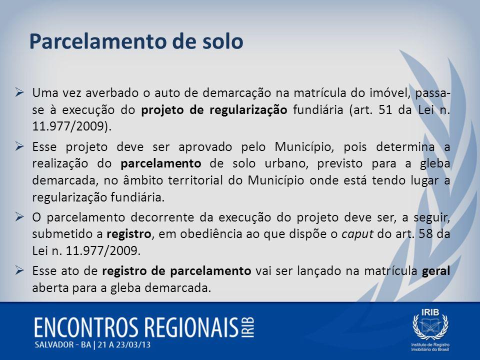 Parcelamento de solo Uma vez averbado o auto de demarcação na matrícula do imóvel, passa- se à execução do projeto de regularização fundiária (art. 51