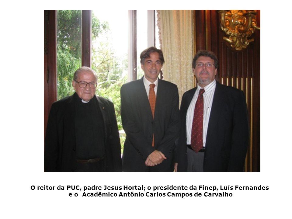 O reitor da PUC, padre Jesus Hortal; o presidente da Finep, Luís Fernandes e o Acadêmico Antônio Carlos Campos de Carvalho