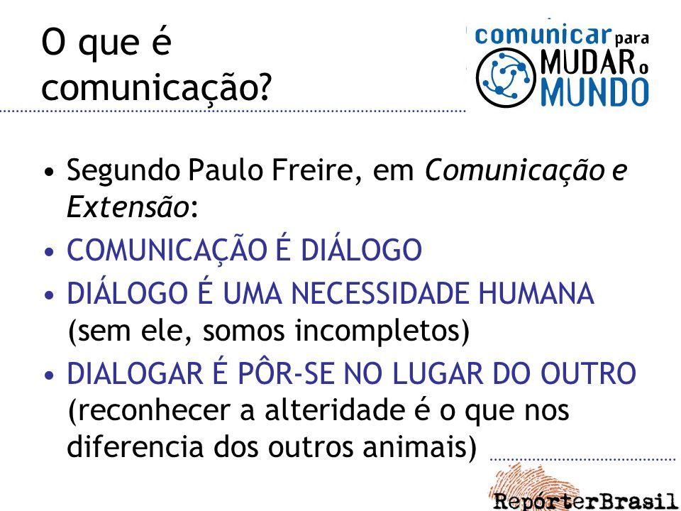 O que é comunicação? Segundo Paulo Freire, em Comunicação e Extensão: COMUNICAÇÃO É DIÁLOGO DIÁLOGO É UMA NECESSIDADE HUMANA (sem ele, somos incomplet