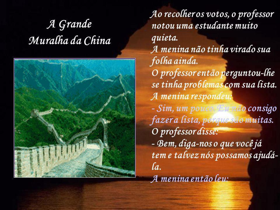 A Grande Muralha da China Ao recolher os votos, o professor notou uma estudante muito quieta. A menina não tinha virado sua folha ainda. O professor e