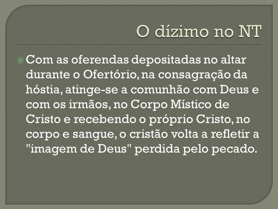 Com as oferendas depositadas no altar durante o Ofertório, na consagração da hóstia, atinge-se a comunhão com Deus e com os irmãos, no Corpo Místico d