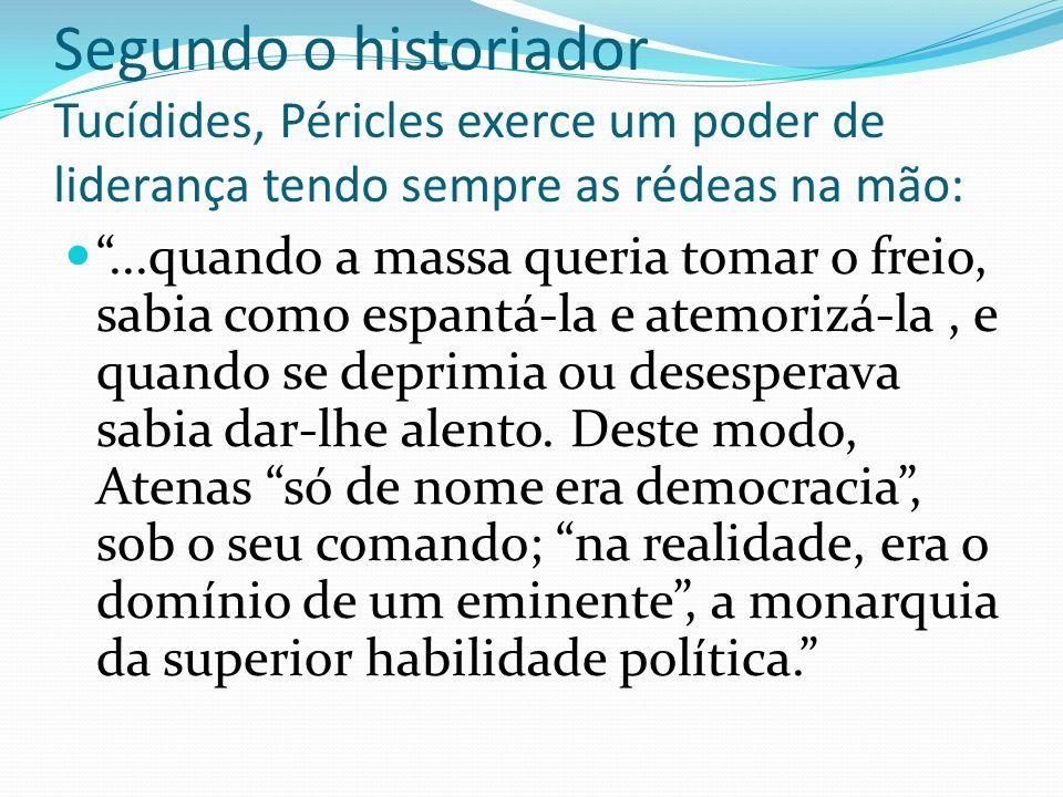 A sofocracia: o rei-filósofo Se para Platão a política é a arte de governar e o político é aquele que conhece essa difícil arte, só poderá ser chefe quem conhece a ciência política.