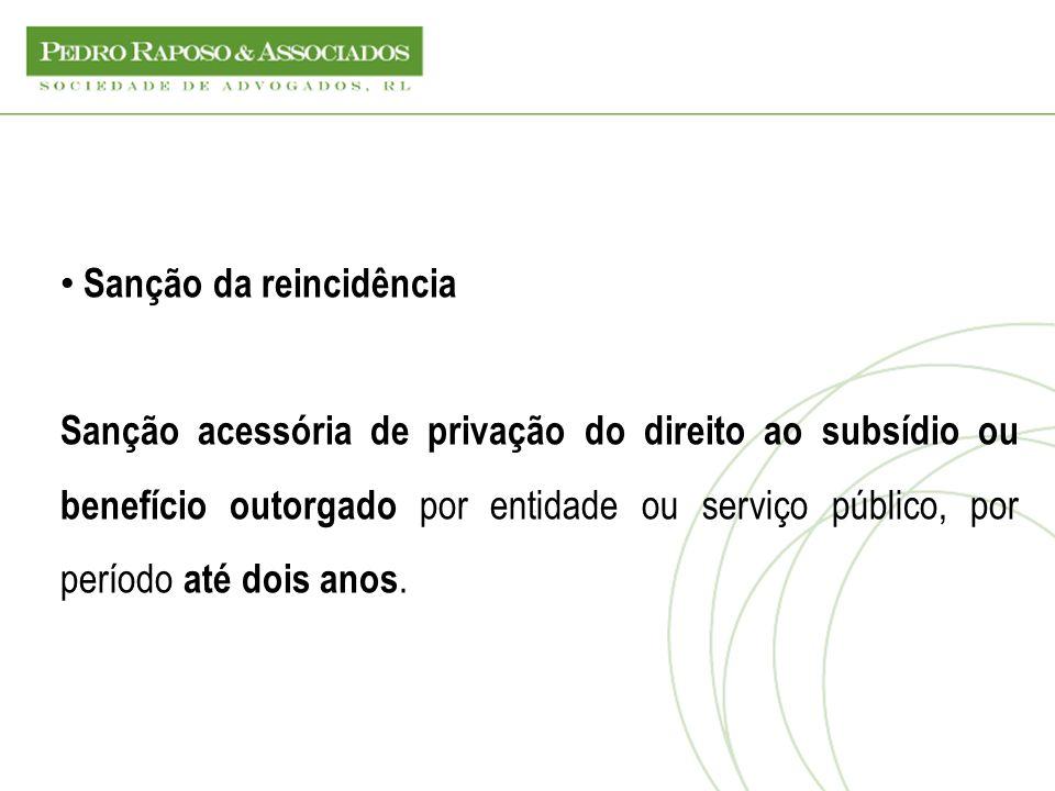 Sanção da reincidência Sanção acessória de privação do direito ao subsídio ou benefício outorgado por entidade ou serviço público, por período até doi