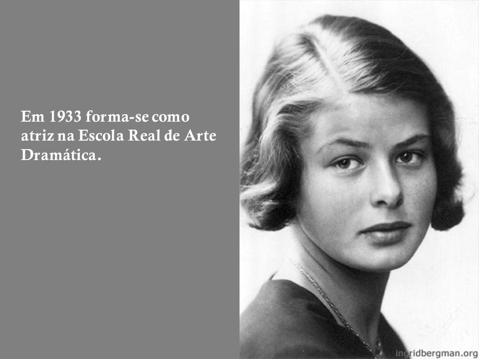Em 1933 forma-se como atriz na Escola Real de Arte Dramática.