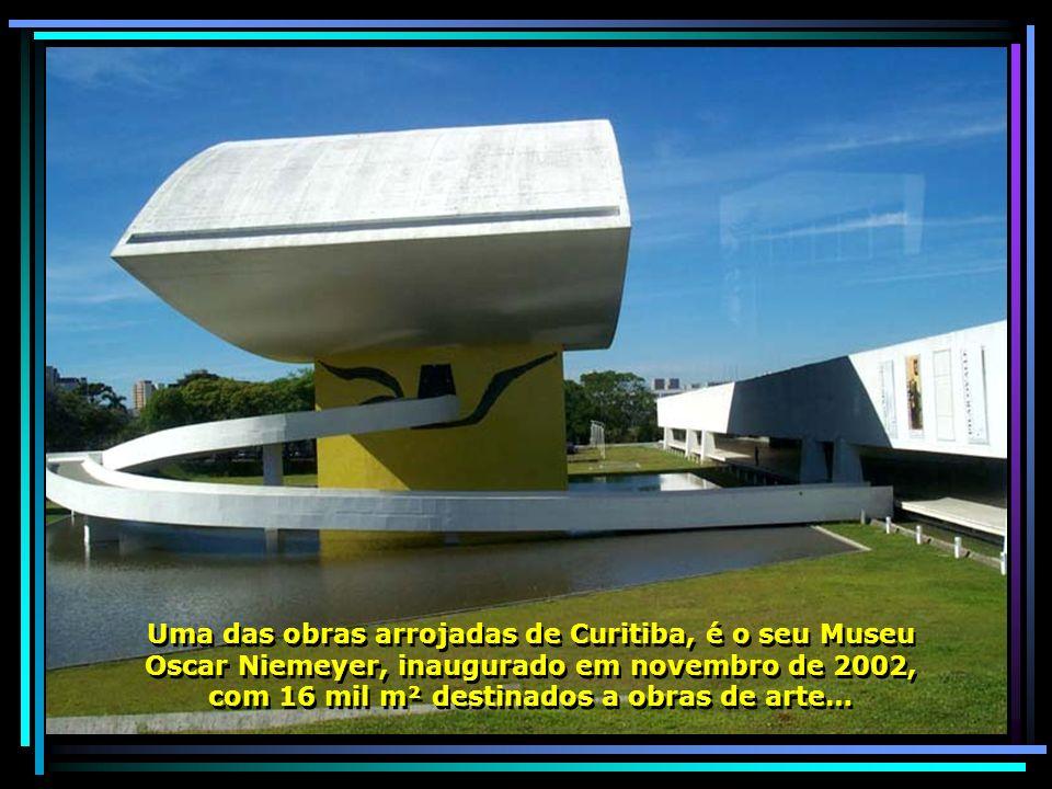 Uma das obras arrojadas de Curitiba, é o seu Museu Oscar Niemeyer, inaugurado em novembro de 2002, com 16 mil m² destinados a obras de arte… Uma das obras arrojadas de Curitiba, é o seu Museu Oscar Niemeyer, inaugurado em novembro de 2002, com 16 mil m² destinados a obras de arte…