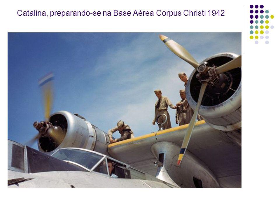 Inspeção no P-51 Mustang, ago. 1942