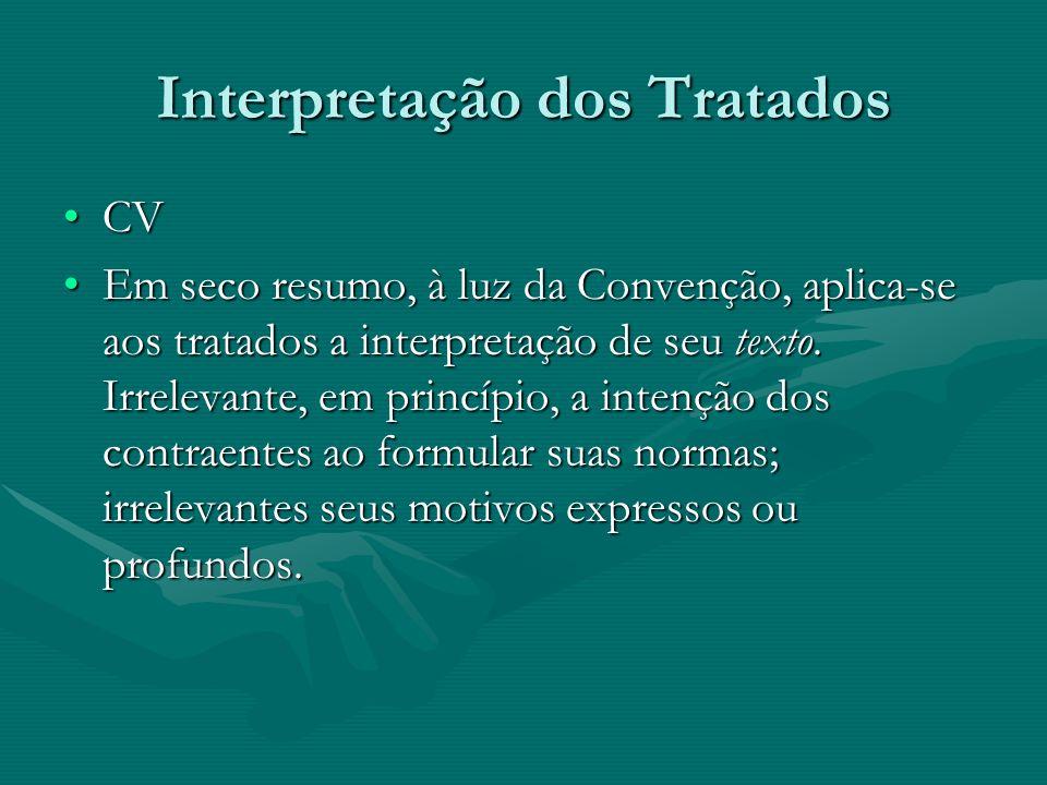 Interpretação dos Tratados CVCV Em seco resumo, à luz da Convenção, aplica-se aos tratados a interpretação de seu texto. Irrelevante, em princípio, a