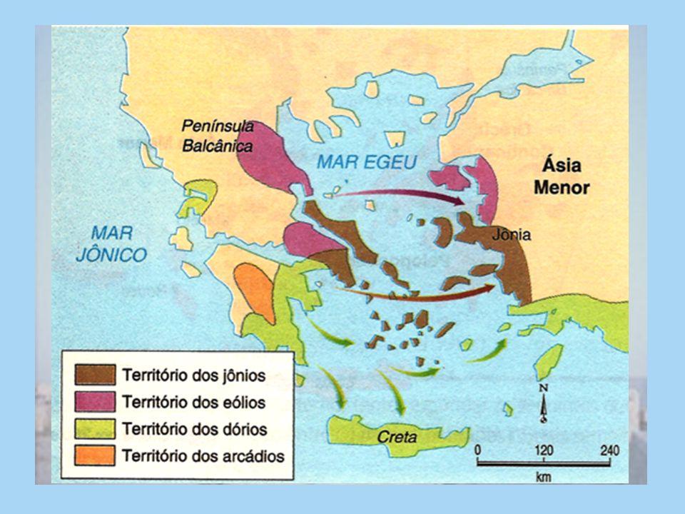 Aqueus: Vindos do Norte da Pen í nsula Balcânica, invadiram e dominaram os cretenses. Fundaram cidades como Micenas, Tebas, Pilos, Tirinto D ó rios: O
