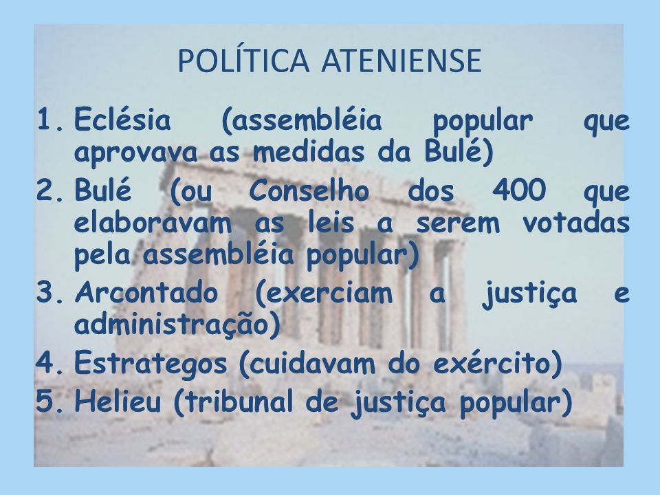 DEMOCRACIA ATENIENSE A democracia teve origem em Atenas em que os cidadãos escolhiam seus governantes. Camponeses pediam o fim da escravidão por dívid