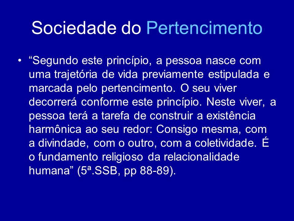 Sociedade do Pertencimento Segundo este princípio, a pessoa nasce com uma trajetória de vida previamente estipulada e marcada pelo pertencimento. O se