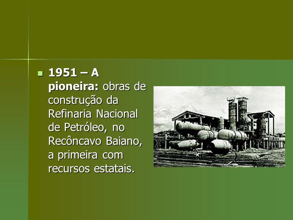 1951 – A pioneira: obras de construção da Refinaria Nacional de Petróleo, no Recôncavo Baiano, a primeira com recursos estatais. 1951 – A pioneira: ob