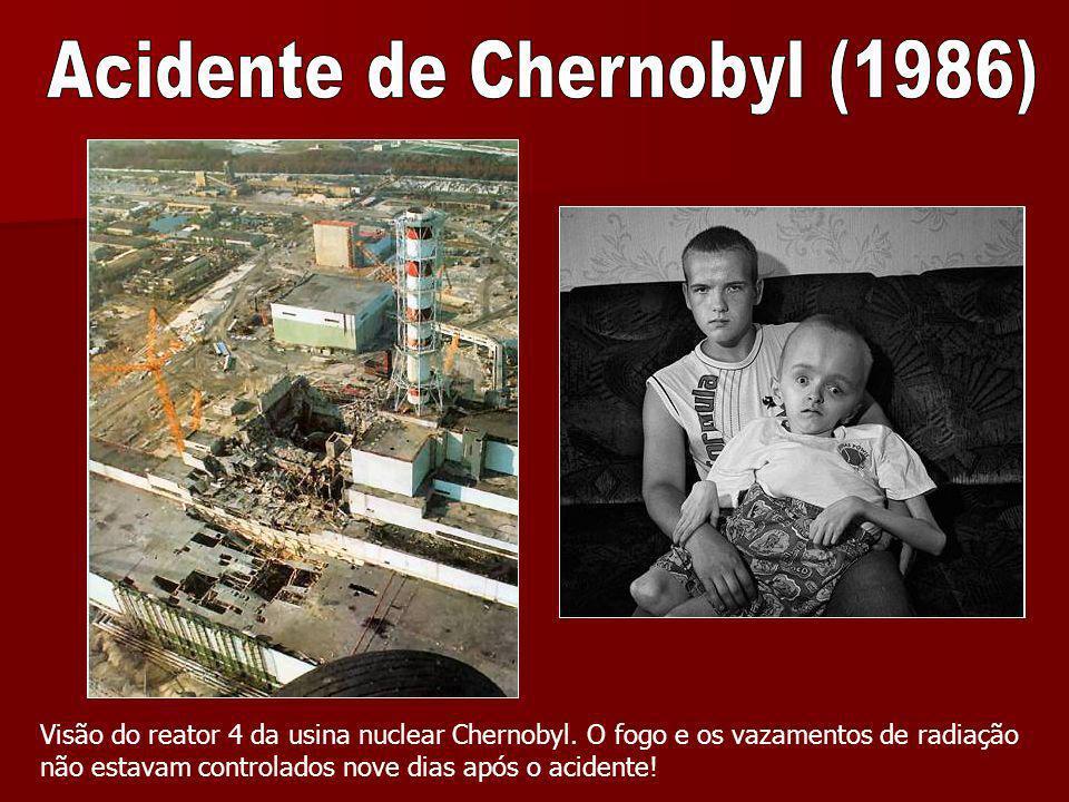 Visão do reator 4 da usina nuclear Chernobyl. O fogo e os vazamentos de radiação não estavam controlados nove dias após o acidente!