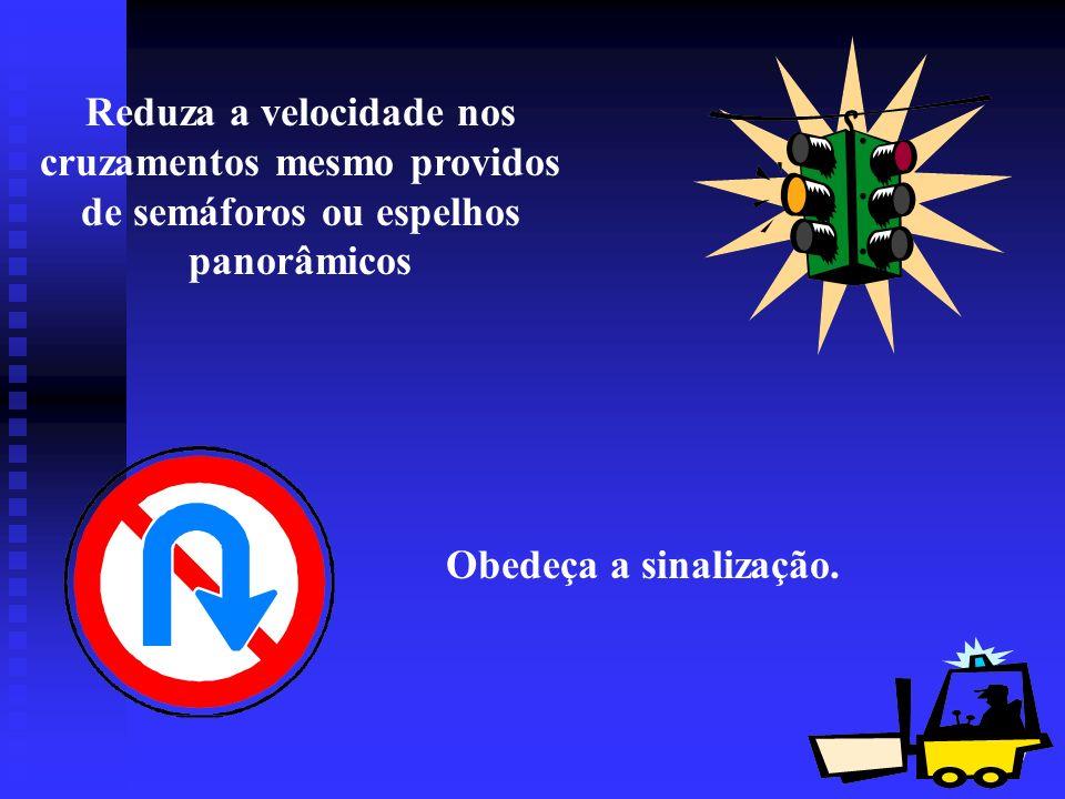 27 Reduza a velocidade nos cruzamentos mesmo providos de semáforos ou espelhos panorâmicos Obedeça a sinalização.