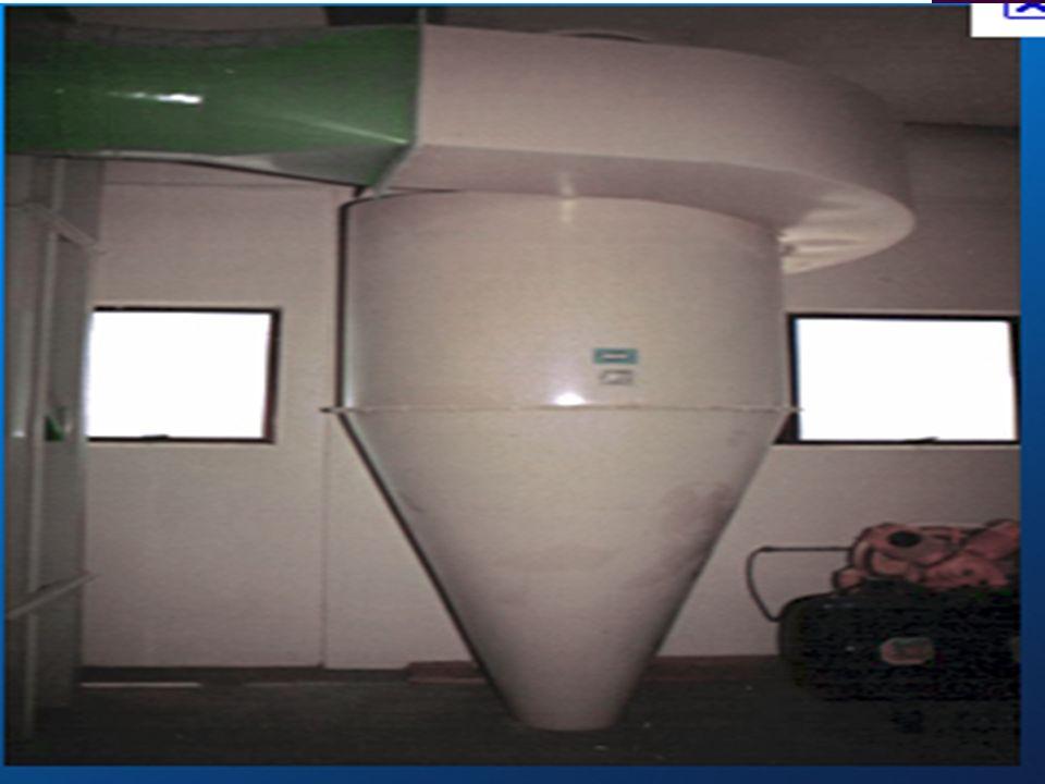 No segundo estágio, na etapa de separação, o catalisador é separado dos produtos do craqueamento por ciclones instalados à saída do riser.