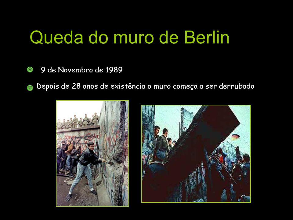 Queda do muro de Berlin 9 de Novembro de 1989 Depois de 28 anos de existência o muro começa a ser derrubado