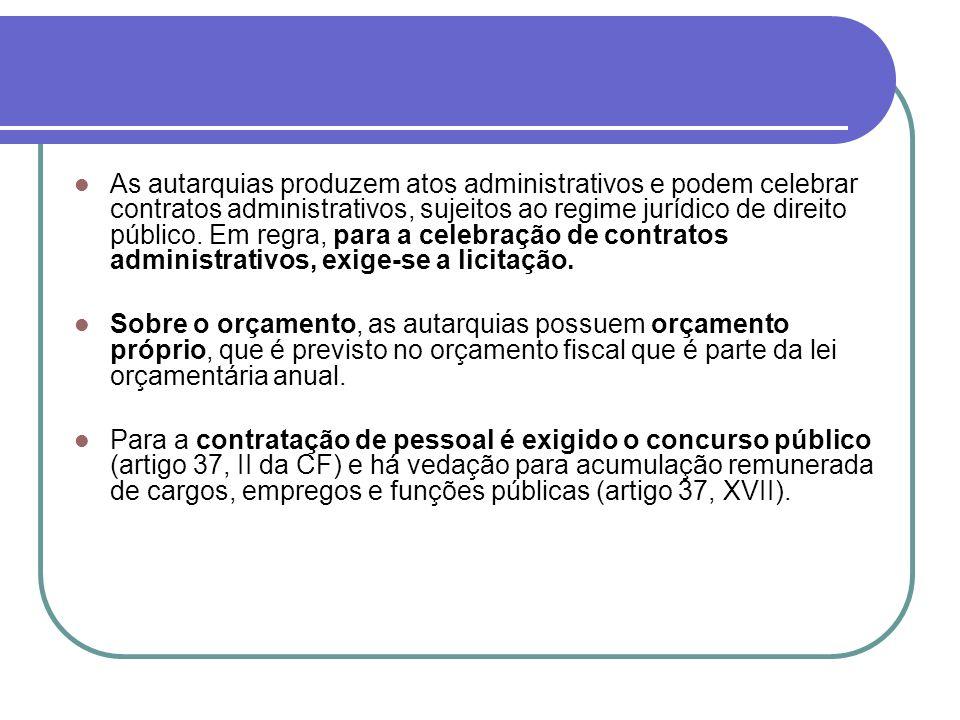 As autarquias produzem atos administrativos e podem celebrar contratos administrativos, sujeitos ao regime jurídico de direito público. Em regra, para