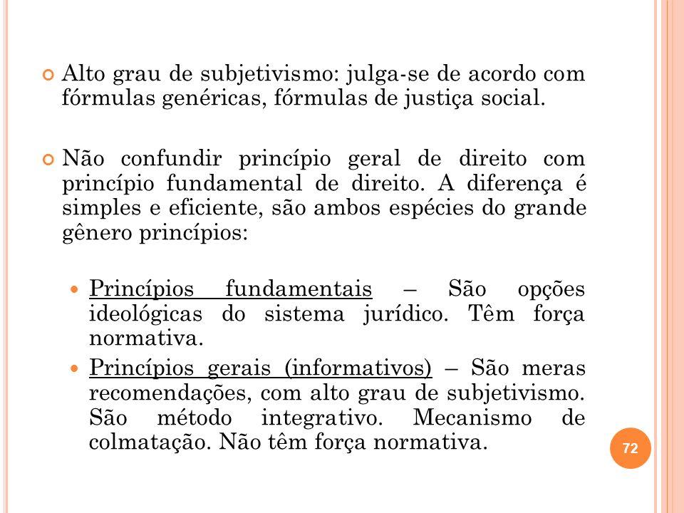 Alto grau de subjetivismo: julga-se de acordo com fórmulas genéricas, fórmulas de justiça social. Não confundir princípio geral de direito com princíp