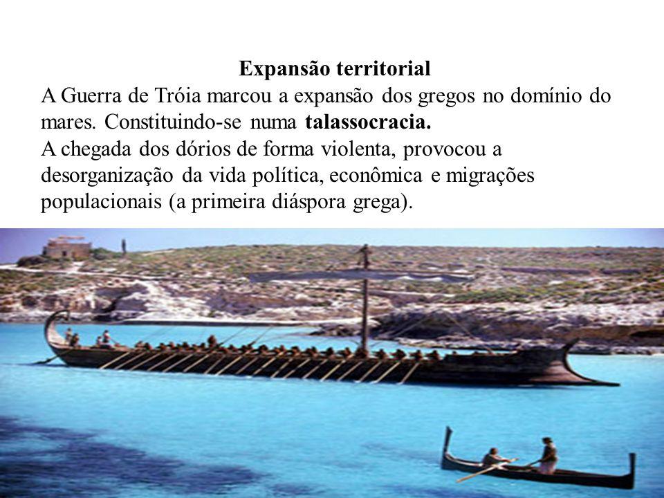 Expansão territorial A Guerra de Tróia marcou a expansão dos gregos no domínio do mares. Constituindo-se numa talassocracia. A chegada dos dórios de f
