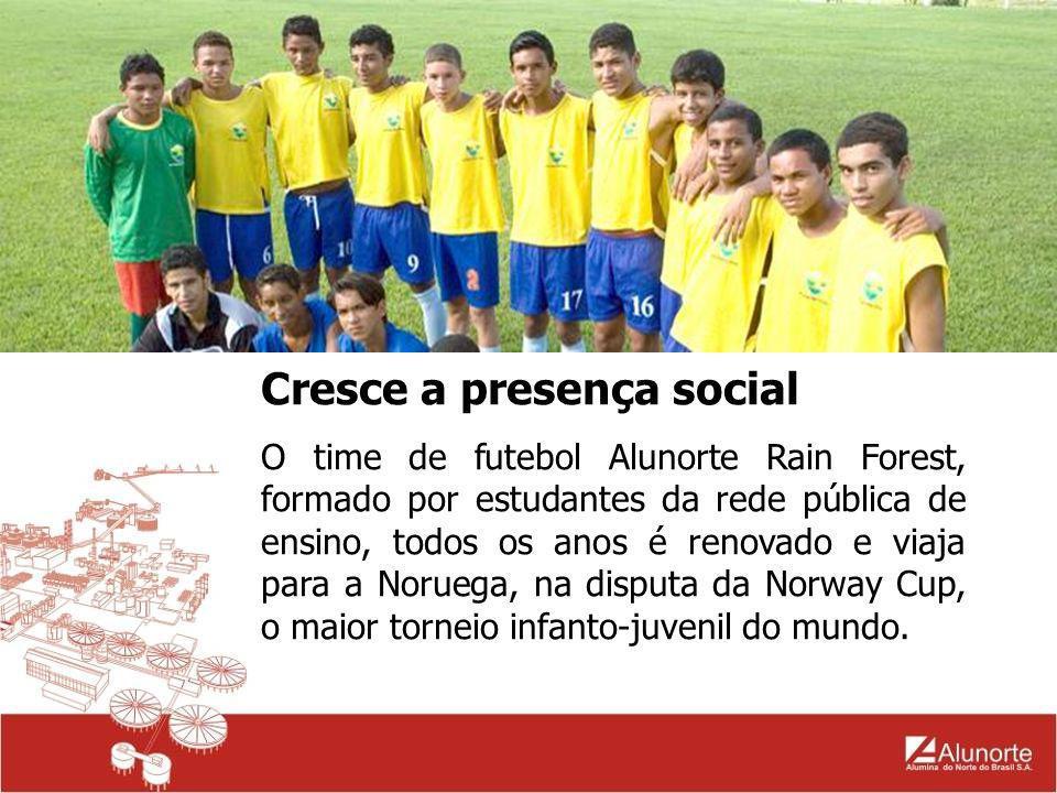 Cresce a presença social O time de futebol Alunorte Rain Forest, formado por estudantes da rede pública de ensino, todos os anos é renovado e viaja pa