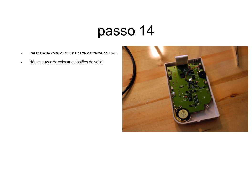 passo 14 Parafuse de volta o PCB na parte da frente do DMG Não esqueça de colocar os botões de volta!