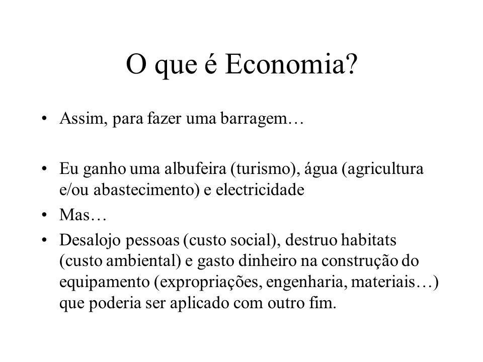 O que é a Economia? Qual é o custo de uma coisa? O custo de alguma coisa é o custo daquilo que se perde para se obter essa coisa Existe quase sempre u
