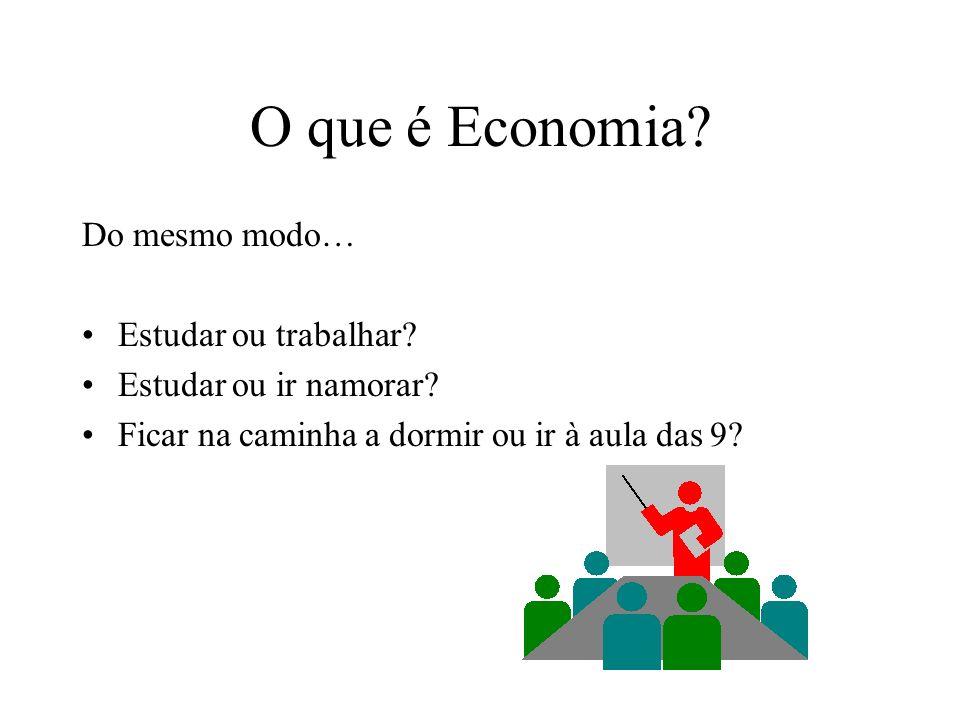 O que é Economia? Assim, para fazer uma barragem… Eu ganho uma albufeira (turismo), água (agricultura e/ou abastecimento) e electricidade Mas… Desaloj