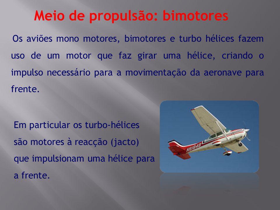 Os aviões mono motores, bimotores e turbo hélices fazem uso de um motor que faz girar uma hélice, criando o impulso necessário para a movimentação da