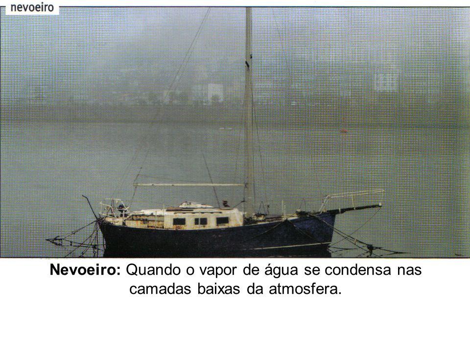 Nevoeiro: Quando o vapor de água se condensa nas camadas baixas da atmosfera.