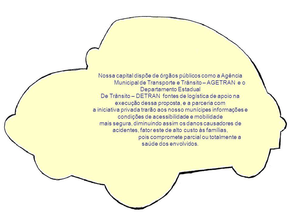 ALUNOS ASSISTINDO VÍDEOS SOBRE SEGURANÇA NO TRÂNSITO NA SALA DE INFORMÁTICA