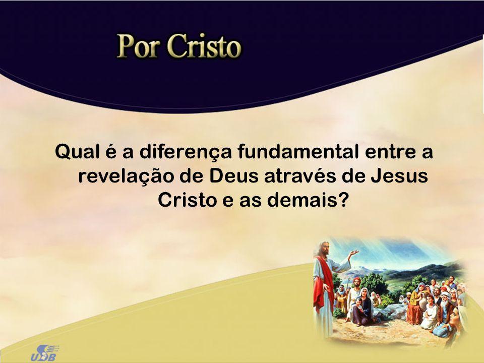Qual é a diferença fundamental entre a revelação de Deus através de Jesus Cristo e as demais?