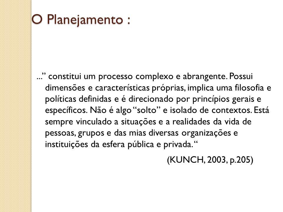 O Planejamento :... constitui um processo complexo e abrangente. Possui dimensões e características próprias, implica uma filosofia e políticas defini
