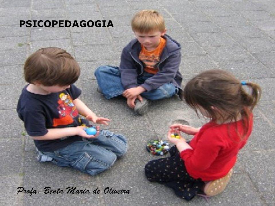 2 PSICOPEDAGOGIA Observação espontânea da criança – instrumento de avaliação Observação das estruturas cognitivas e simbólicas da criança (nível do desejo) Articula a psicanálise e psicologia genética Psicopedagogos estudam os problemas da aprendizagem.