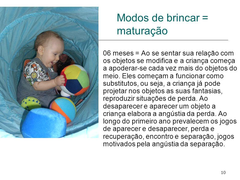 10 Modos de brincar = maturação 06 meses = Ao se sentar sua relação com os objetos se modifica e a criança começa a apoderar-se cada vez mais do objet