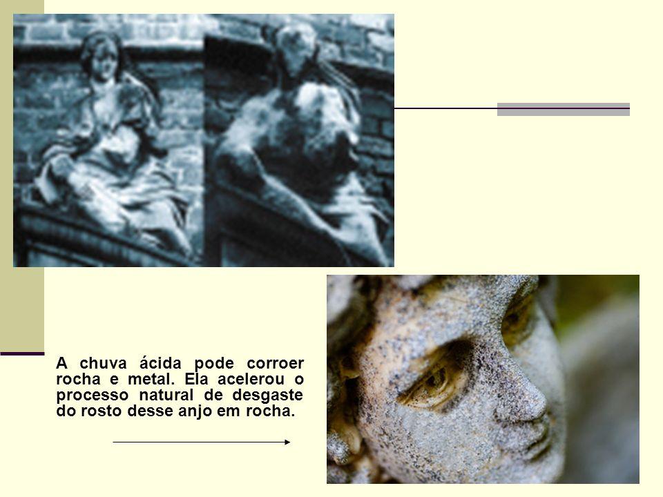 A chuva ácida pode corroer rocha e metal. Ela acelerou o processo natural de desgaste do rosto desse anjo em rocha.